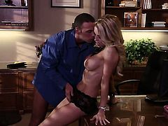Jessica drake keeps her mouth wide open while getting cummed on
