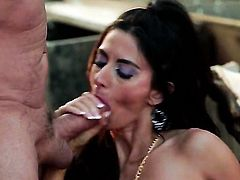 Nikki Daniels makes her fuck buddy shoot his load