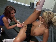 Kirsten Price spreads her legs to be tongue fucked by lesbian Briana Blair