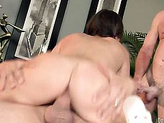 Victoria Lawson and her horny fuck buddy are in the mood for oral sex