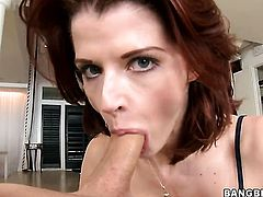 Milf Joslyn James is in heat in handjob action