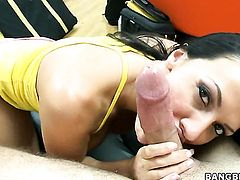 Brunette Rachel Starr with gigantic tits gets her nice face painted with love juice on cam for your viewing enjoyment