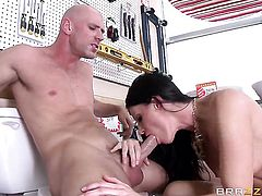 Johnny Sins gets pleasure from fucking smoking hot India Summers wet spot