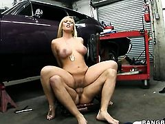 Blonde Austin Taylor with phat booty spends her sexual energy with rock solid schlong in her mouth