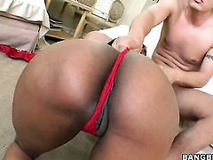Brunette Carmen Hayes loses control in sexual frenzy with hard cocked dude