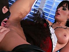 Alektra Blue makes man happy by blowing his meat stick