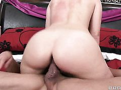 Lola Foxx keeps her mouth wide open while giving deep blowjob to Tommy Gunn