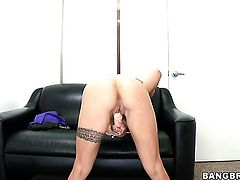 Blonde Cameron Canada with small boobs and trimmed snatch does her best to give herself the greatest orgasm ever