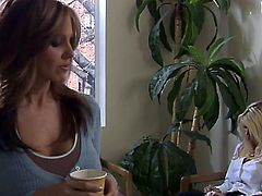 Penny Flame is a gorgeous brunette that is having sex in office. She is having her pussy fingered in this video and then we hear her making loud moaning noises.