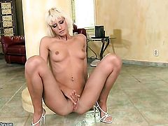 Blonde cant stop playing with her love tunnel