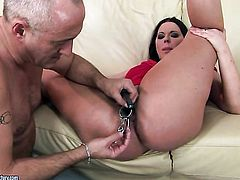 Brunette Simony Diamond with juicy melons gets impaled on meat pole by hot guy