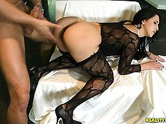 Danny Mountain buries his rock solid dick in extremely horny Valerie Kays mouth