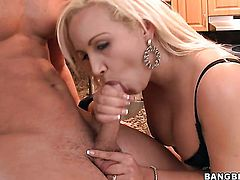 Blonde Skyla Paris with big butt knows how to take oral sex to the whole new level