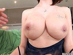 Dangerously sexy vixen Joslyn James gives handjob to guy she wants to fuck