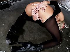 Blonde Puma Swede is too hot to stop playing with herself