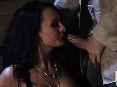 Alektra Blue finds herself blowing mans stiff fuck stick