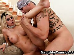 Derrick Pierce admires amazingly sexy Jazy Berlins body before she takes his worm in her love tunnel