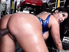 Yummy porn diva Kiara Mia gets cummed on on camera for your viewing entertainment