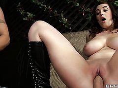 Noelle Easton sucks like a pro in steamy oral action with Johnny Sins
