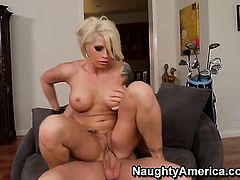 Evan Stone pops out his dick to fuck Brooke Haven with giant breasts and bald cunt