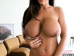 Brunette Lisa Ann fucking like a first rate hoe in steamy hardcore action with hot dude