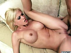 Blonde Jenny Hendrix makes a dream of never-ending fucking a reality