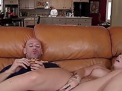 Johnny Sins orders a pizza and it is delivered by a hot blonde. He invites her inside to show her his large cock. The girl is getting her tip.