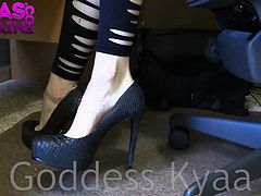 Ignored By Feet GODDESS KYAA FOOT WORSHIP POV IGNORE