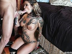 Julia Bond is a fuck addict that loves Johnny Sinss hard snake so much