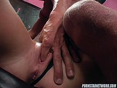 Blowjob queen gives oral sex to her lover in exchange for cunnilingus