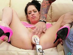 Horn-mad dude helps slutty brunette Kelly Summer to fuck cunt with toy