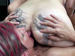 Hot lesbian threeway session