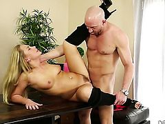Carter Cruise spends time blowing Will Powerss throbbing rod