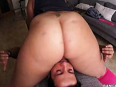 Huge ass does face sitting