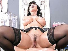 Tommy Gunn is one hard-dicked guy who loves fucking Lisa Ann in her ass