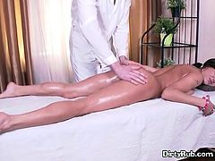 Sexy Client Jezla Gets Serviced By Masseur