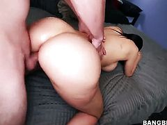 Huge ass milf gets fucked