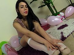 Gorgeous Petra is proud of her sexy feet and is ready to show them