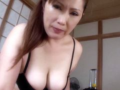 Delicious Reiko Shimura knows how to give a proper titjob