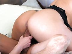 Tommy Gunn gives playful Holly Hearts mouth a try in oral action