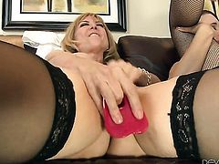Nina Hartley shows off her sexy body while getting tongue fucked by lesbian Sable Renae