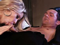 Jessica drake enjoys guys man meat in her mouth in crazy oral action
