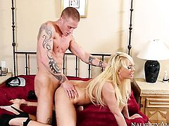Blonde Richie Black shows her slutty side to hot bang buddy
