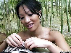 Brunette Asa Akira with juicy bottom gets mouth pounded for your viewing entertainment