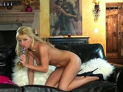 Awesome Blonde Niki youthful acquires Her undies Off To Toy Her Dirty muff pie