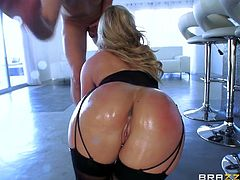 The blonde in the video is really hot. She's wearing kinky stockings and high heels. The main attraction are her wonderful big buttocks, which she does not hesitate to expose graciously. See her crazy ass pounded hard!