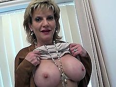 Unfaithful Uk Mother I'd Like To Fuck Lady Sonia Shows Her Large Balloons