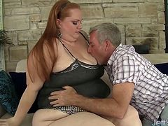 Sexy and beautiful plumper shows her sexy leg to her buddy and get kissed and licked. Then she gets her pussy pounded with cock. In the end, he spills his cum on her feet.