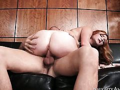 Pretty bombshell Jessy Jones with small bottom and shaved bush loves the way her fuck buddy moves his love torpedo up and down between her hands