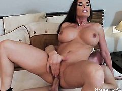 Brunette oriental minx Diamond Foxxx with juicy boobs has a nice time doing it with hard dicked guy